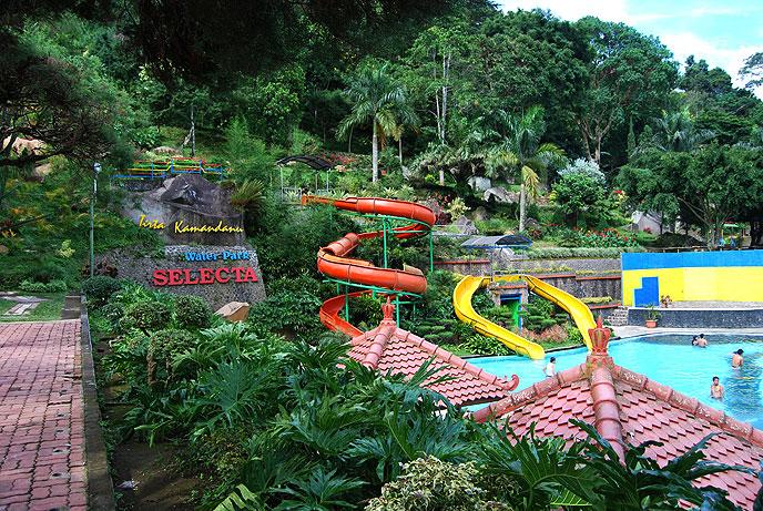 Taman Selecta juga dilengkapi sepeda air, wisata berkuda untuk ...